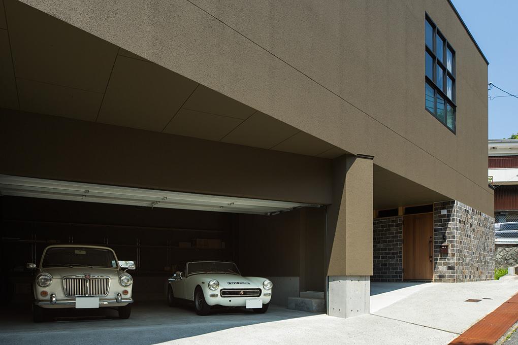 青葉台のガレージハウス2 外観ガレージ