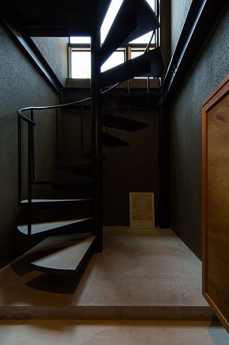 青葉台のガレージハウス2 らせん階段