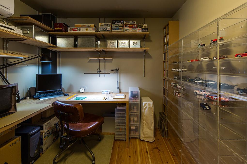 青葉台のガレージハウス2 趣味室