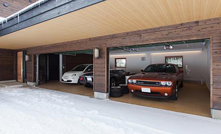 山の中のガレージハウス