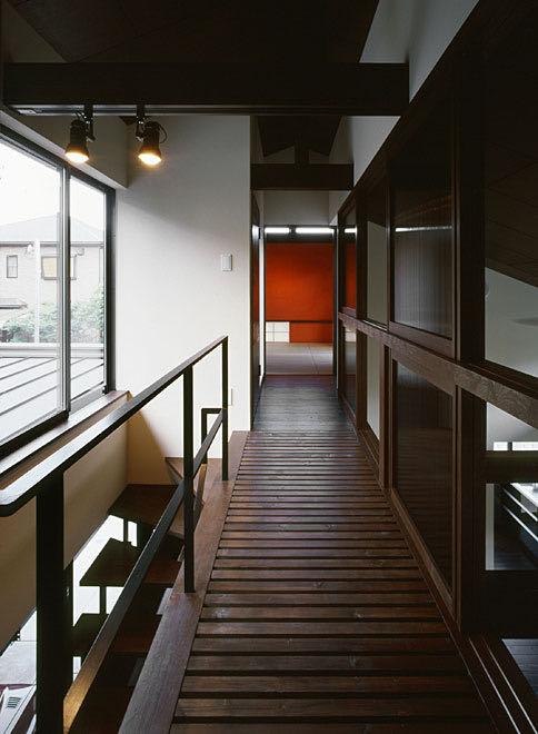 生駒のガレージハウス・奈良 2階渡り廊下