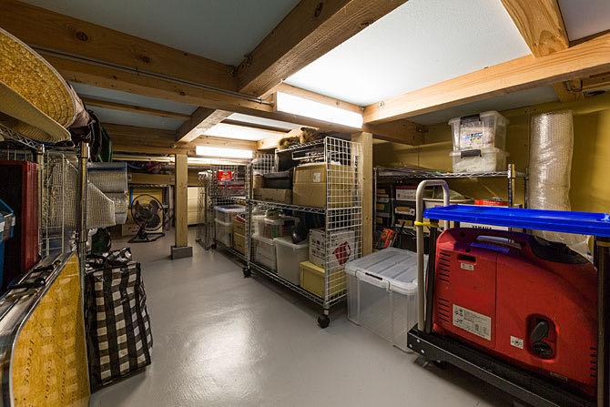 京田辺のガレージハウス 床下収納