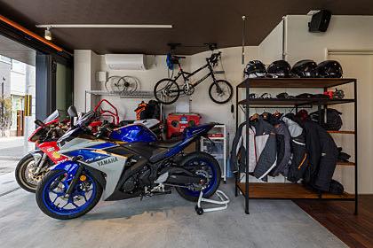 京田辺のカフェ併用バイクガレージハウス ガレージ内