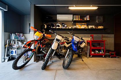 千里のバイクガレージハウス・東京 ガレージ内