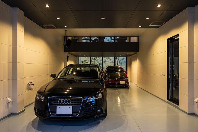 京都・山科のガレージハウス ガレージ内 シャッター付近からの見る