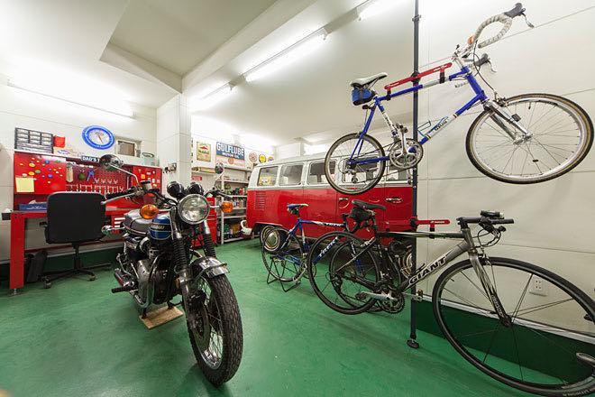 足立区のガレージハウス ガレージ内、バイク7置き場から見る