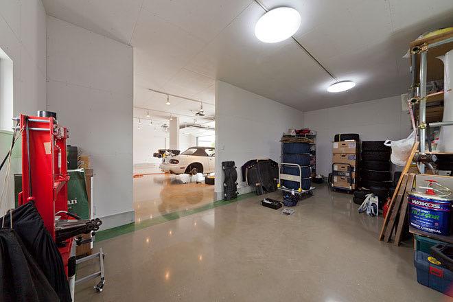 埼玉・吉川のガレージハウス 倉庫室を見る