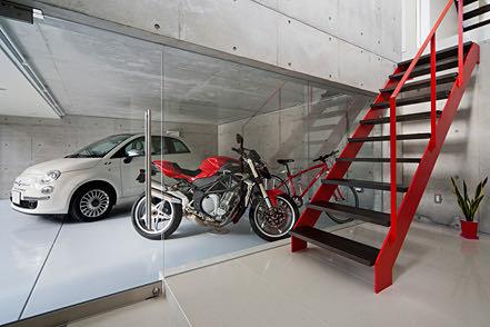 川西のガレージハウス 階段