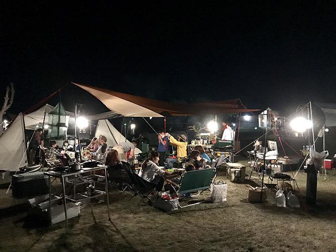 キャンプ風景 夜