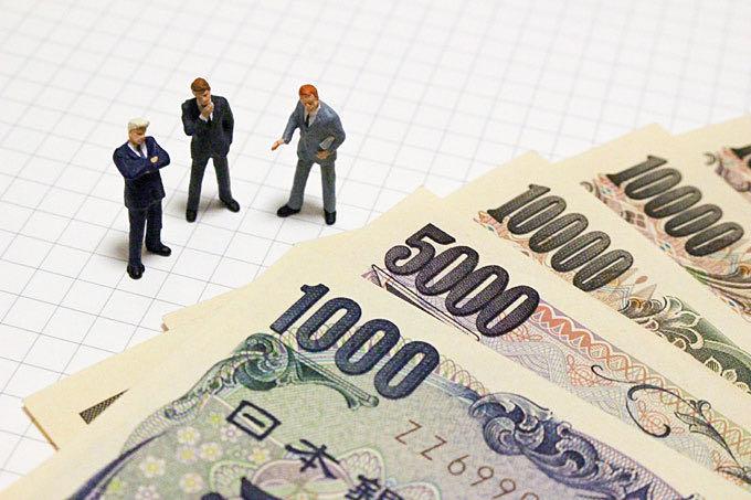 お金と銀行員イメージ