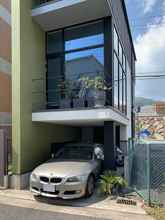 六甲の狭小住宅ガレージ部分