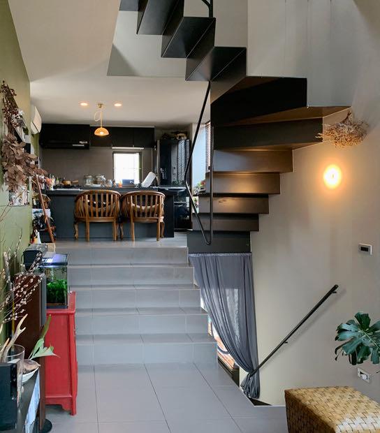 六甲の狭小住宅2階ダイニング・キッチン