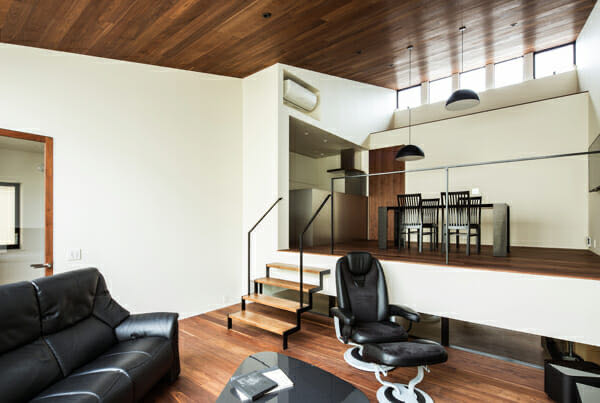 京都山科のガレージハウス2階LDK